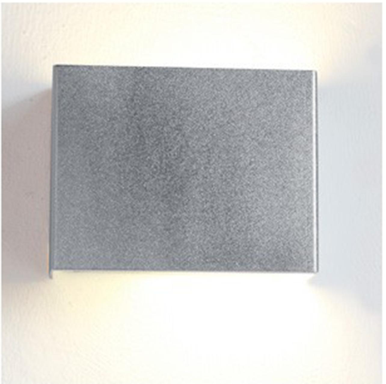Sikrea lampada da parete box led k argento verniciato for Parete argento